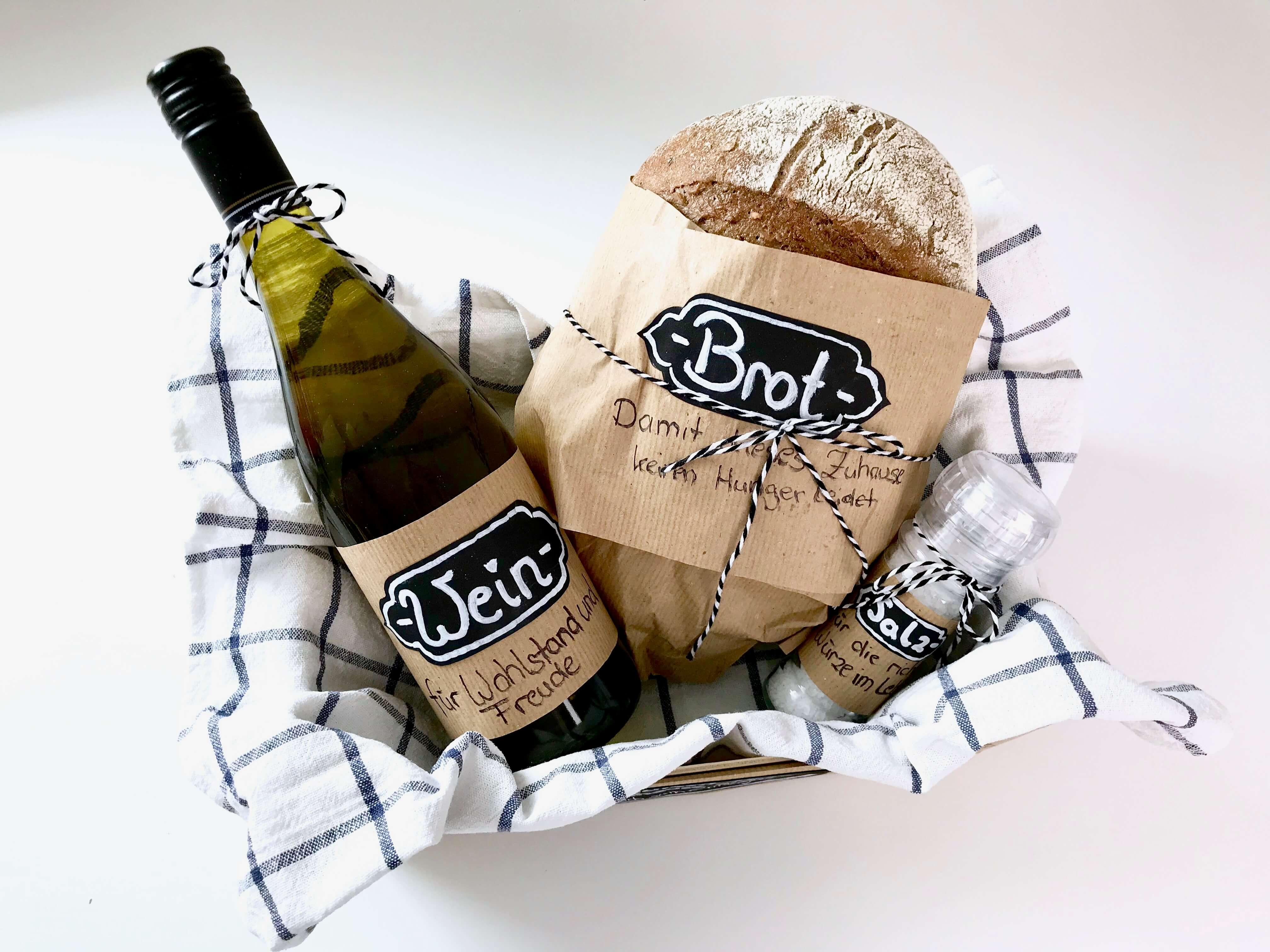 Brot Salz Und Wein Klassisches Geschenk Zum Einzug Neu Verpackt