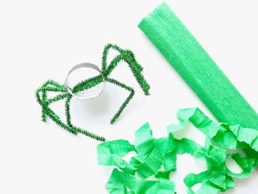 Lustige Spinnen aus Toilettenpapierrollen für Halloween basteln12