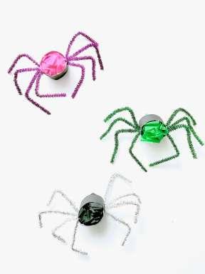 Lustige Spinnen aus Toilettenpapierrollen für Halloween basteln14