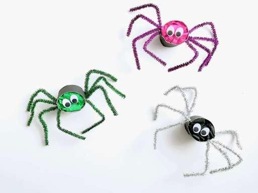 Lustige Spinnen aus Toilettenpapierrollen für Halloween basteln15